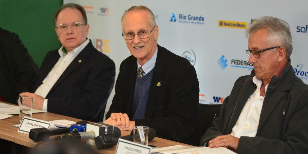 Presidente do Sistema Ocergs-Sescoop/RS, Vergilio Perius (no centro), apresentou resultados durante a reunião-almoço do Tá na Mesa