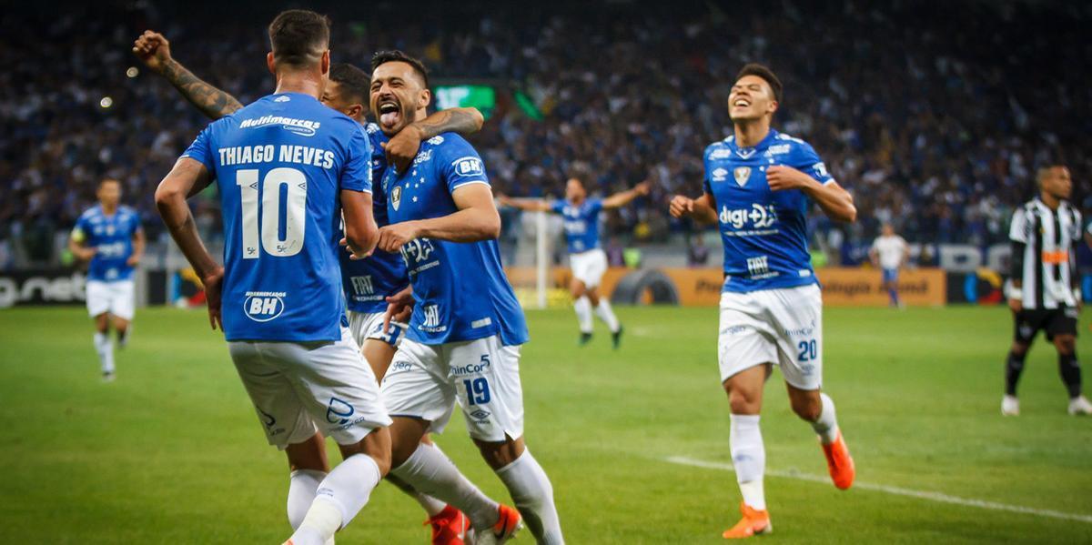 Em noite de grande atuação, Cruzeiro bateu o Atlético-MG no Mineirão