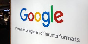 Google explica em um comunicado que especialistas em linguagem escutam as gravações do usuário do Assistente Google de voz para melhorar sua compreensão de diferentes idiomas e sotaques