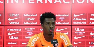 Zagueiro declarou que jogadores ainda não sabem quem começa o duelo contra o Athletico-PR