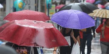 Grande Porto Alegre terá chuva forte, com risco de raios