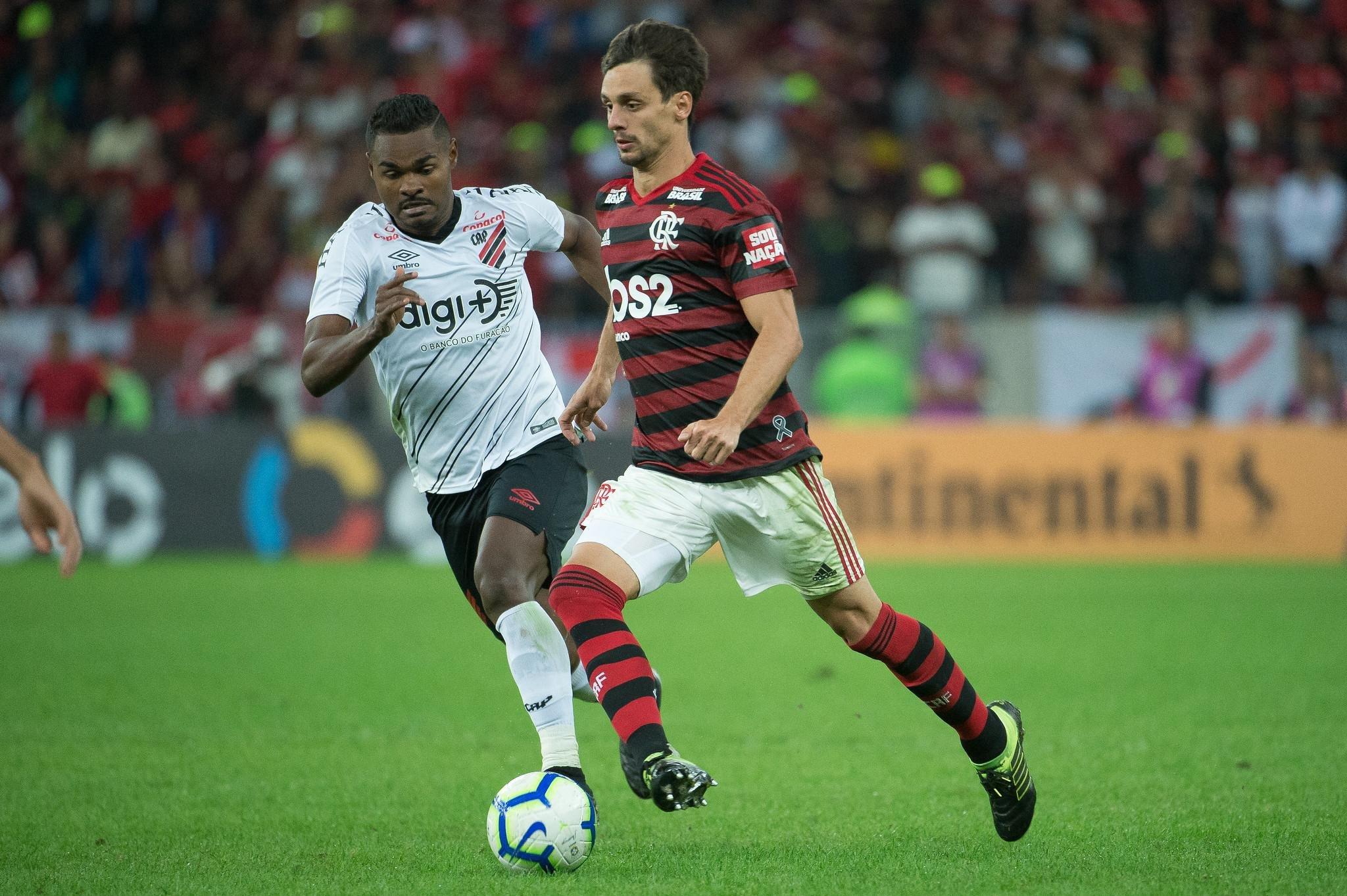 Athletico Paranaense empata, ganha nos pênaltis e elimina o Flamengo no Maracanã