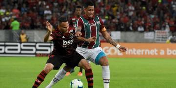 Luciano (à direita) está próximo de reforçar o Grêmio