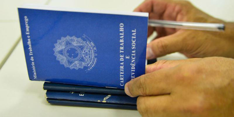 Mais de 12 milhões de pessoas estão sem trabalhar, segundo o IBGE