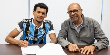 Rodrigues assinou novo contrato com o Grêmio