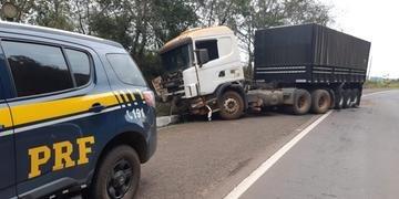 Gol colidiu frontalmente com um caminhão com placas de Alpestre