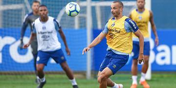 Thaciano aposta que bola parada pode ser uma das armas do Grêmio