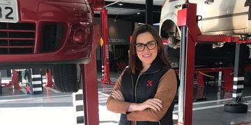 Gabriela Koslowski quer incentivar mais mulheres a atuarem na área de mecânica