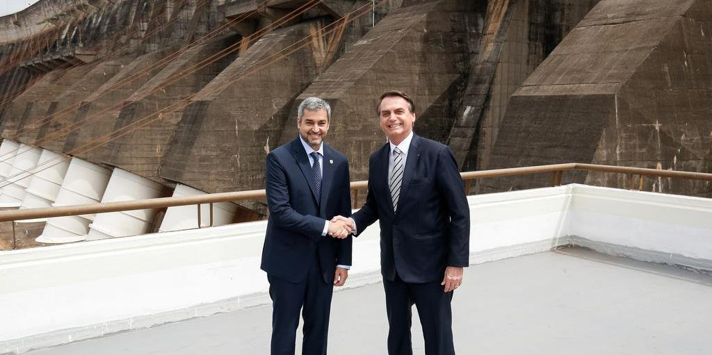 Presidentes do Brasil e Paraguai junto a Usina Itaipu Binacional