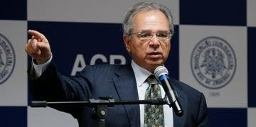 Para ministro, economia brasileira busca indústria competitiva