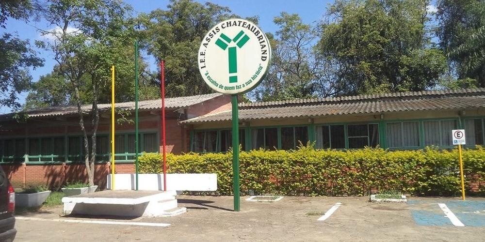 Homem invadiu o Instituto Estadual de Educação Assis Chateaubriand, em Charqueadas, e feriu quatro alunos
