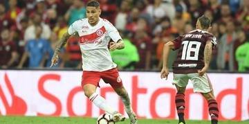 Paolo Guerrero evitou falar sobre a convocação para a seleção do Peru e garantiu foco no jogo da próxima quarta-feira
