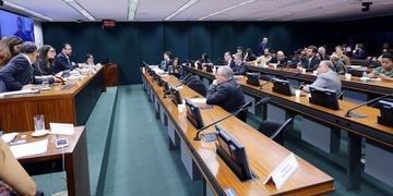 Trabalhos no grupo se arrastam desde o primeiro semestre na Câmara dos Deputados