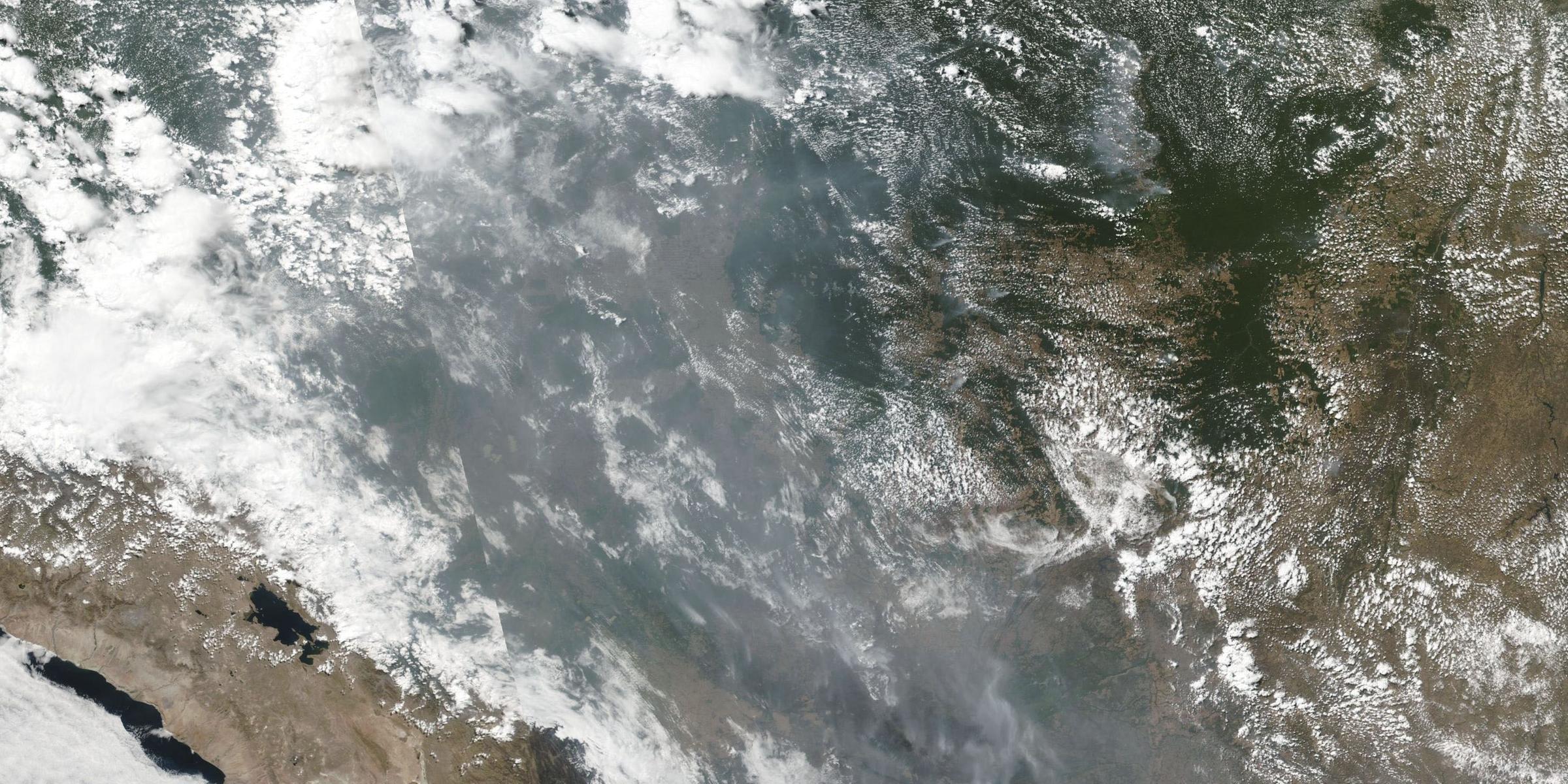 Imagem de satélite divulgada hoje pela Nasa mostra focos de incêndio na Amazônia em diversos Estados brasileiros