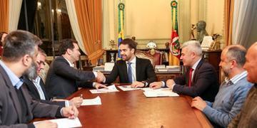 Pacto foi assinado no Piratini na tarde desta quinta-feira