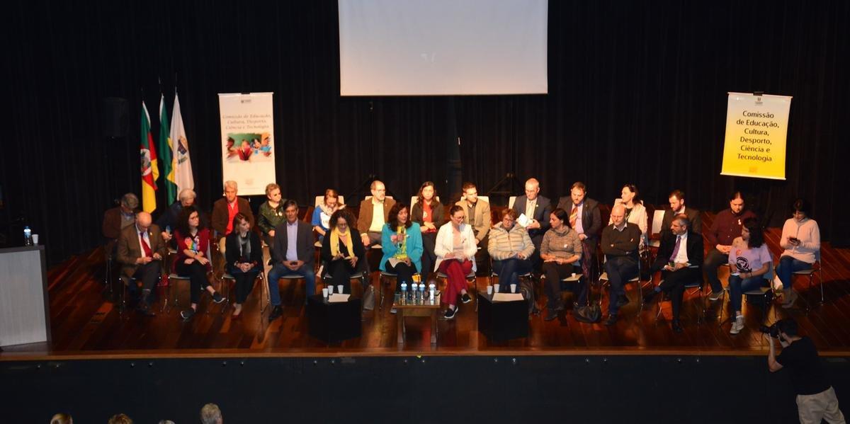 Comunidade acadêmica discutiu proposta do programa federal Future-se nesta segunda-feira