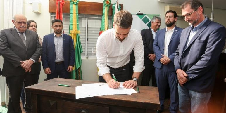 Cerimônia de assinatura, que contemplou as cooperativas Central Gaúcha, Dália Alimentos e Nova Aliança, contou com a presença do governador Eduardo Leite