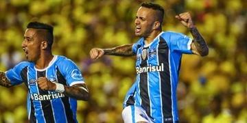 Vitória por 3 a 0 sobre o Barcelona de Guayaquil abriu caminho para o tricampeonato em 2017