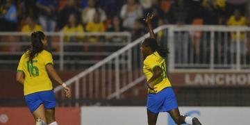 Veterana formiga marcou um dos cinco gols
