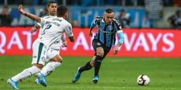 Atacante Everton, suspenso na Copa do Brasil, deve atuar contra o São Paulo pelo Brasileirão