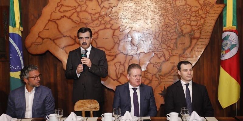 Chefe da Casa Civil, Otomar Vivian, durante apresentação do orçamento 2020 aos deputados