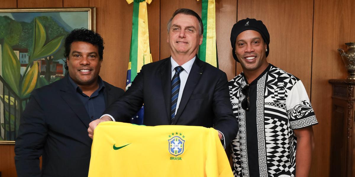 Ronaldinho aceitou convite para ser embaixador de turismo de Bolsonaro