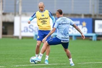 Diego Tardelli admitiu que pensou em deixar o Grêmio, mas disse ter superado momento ruim