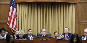 Resultado estabelece parâmetros para as audiências e dá aos legisladores mais poderes para investigar o presidente