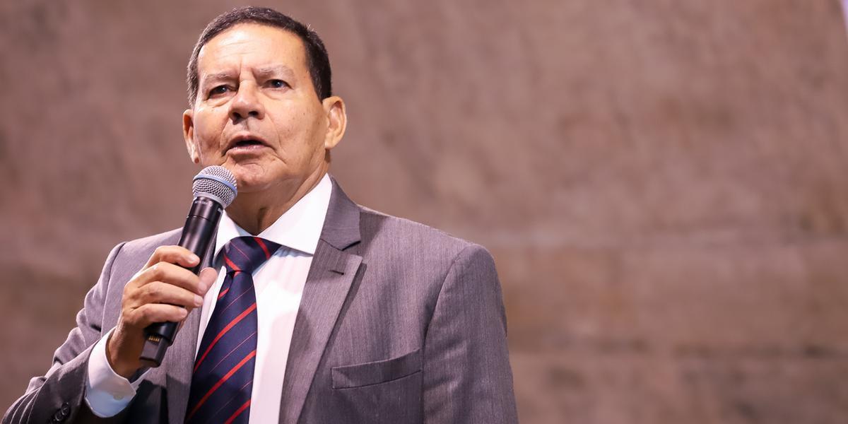 Bolsonaro licenciou-se do cargo no último domingo para submeter-se a uma cirurgia de tratamento de uma hérnia incisional na região do abdome