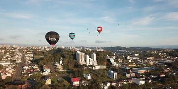 Balões sobrevoaram a Capital Nacional do Vinho desde às 7h