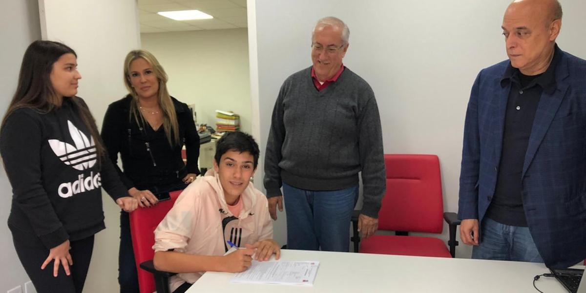 Filho de Fernandão, Enzo assinou contrato de dois anos com o Inter