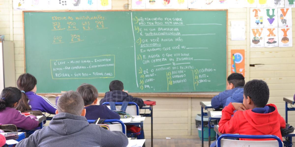 Nos países em desenvolvimento, 61% dos jovens de 15 e 17 anos não frequentam a escola