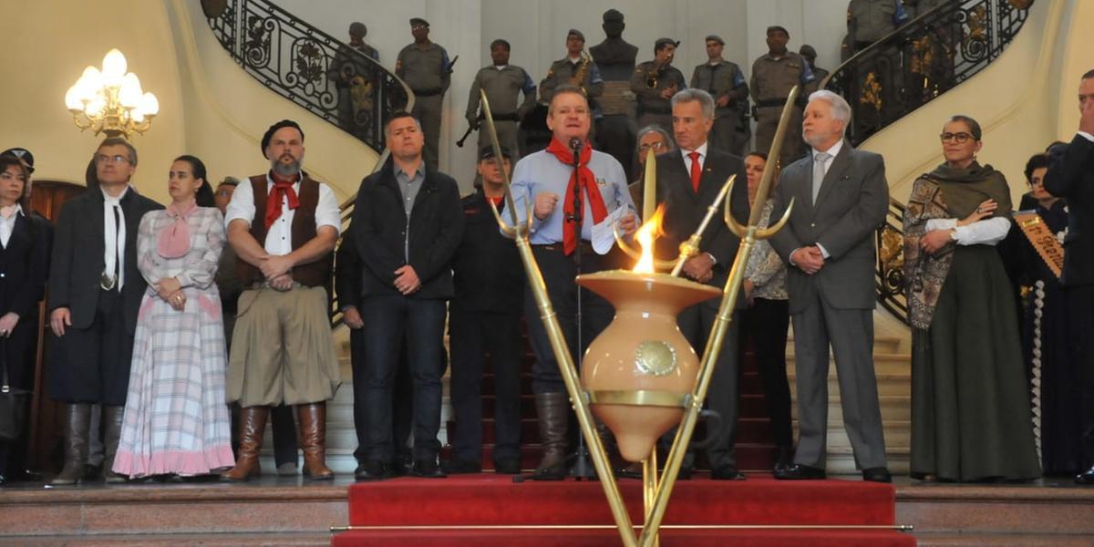 Ato no Palácio Piratini marcou a abertura oficial da Semana Farroupilha no Rio Grande do Sul.