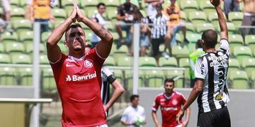 Pottker marcou dois gols contra o Atlético-MG
