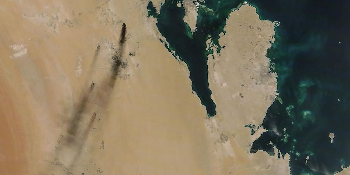 Imagem da Nasa mostra fumaça após ataque com drones na Arábia Saudita