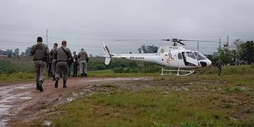 Polícia reforça patrulhamento em busca de dois suspeitos de crimes, em Cachoeirinha