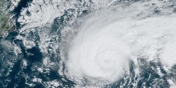 Tempestade chega a ventos máximos de 195 quilômetros por hora