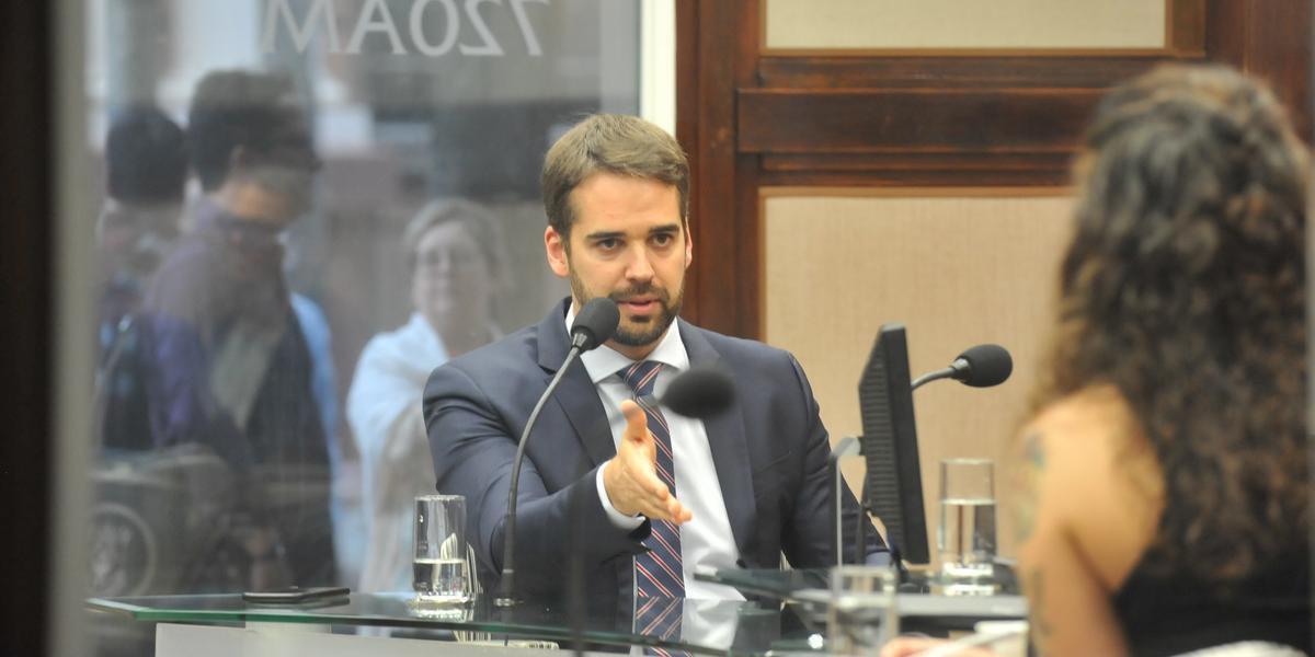 Governador participou do programa Esfera Pública da Rádio Guaíba