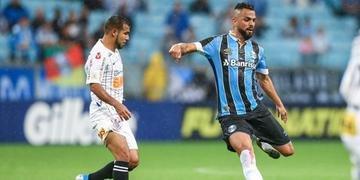 Maicon esteve em campo no empate sem gols diante do Corinthians, no sábado