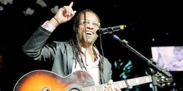 Serginho Moah vai cantar os principais sucessos do Djavan em show na capital gaúcha