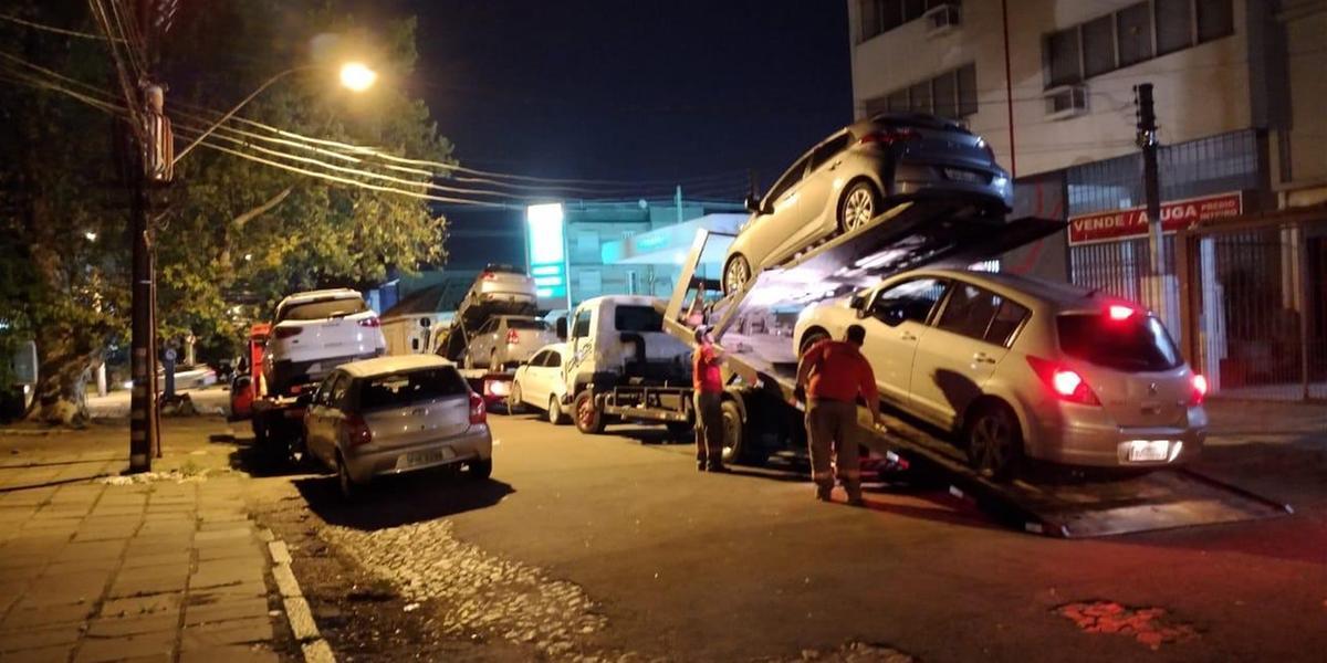 Nove carros foram encontrados pela BM na avenida França, no bairro Navegantes