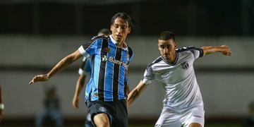 Zagueiro foi o autor do primeiro gol do Grêmio na vitória por 2 a 1 contra o Ceará pelo Brasileirão