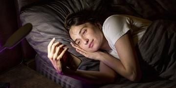 Luz emitida pela tela interrompe produção de melatonina