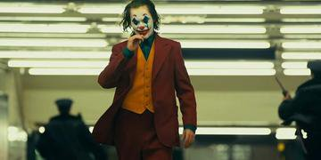 Joaquin Phoenix na pele de Coringa, o maior rival de Batman