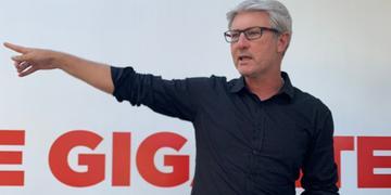 Ex-técnico Odair Hellmann esteve no CT Parque Gigante na tarde desta sexta-feira