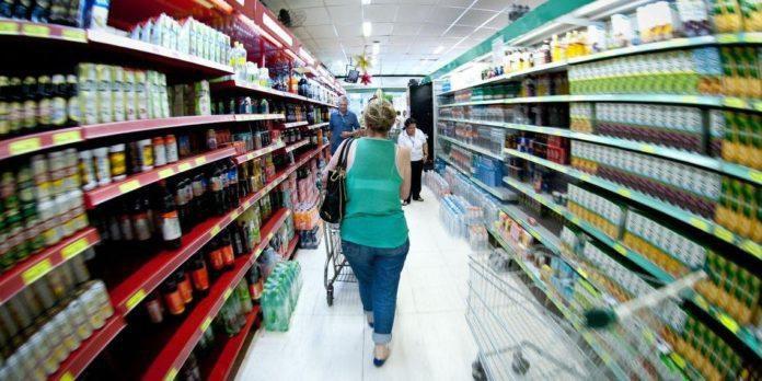 Supermercados podem sofrer alterações no horário conforme a rede