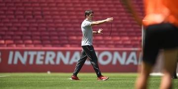 Colbachini teve dois treinos para montar o Inter que enfrenta o vice-líder Santos, em casa