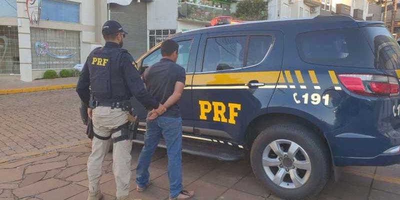 Homem foi preso dentro de um ônibus de exercusão que levava famílias para uma visita a um zoológico