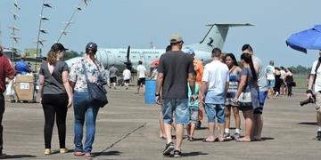 Destaque do dia foi para pousos e decolagens das aeronaves de caça e patrulha marítima