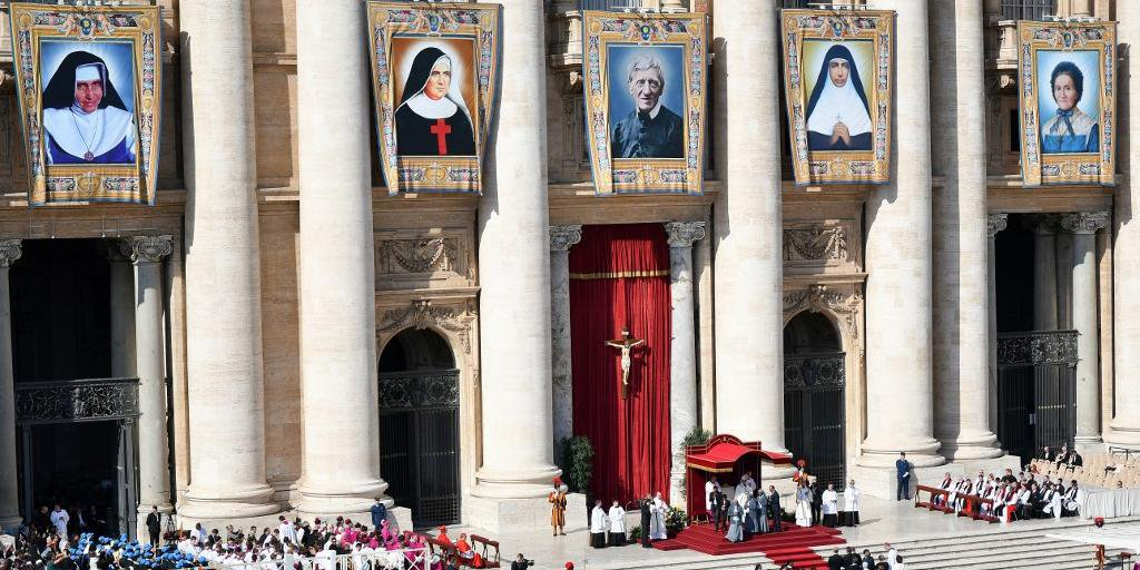 Papa Francisco canonizou na Basílica de São Pedro, a Irmã Dulce e outros quatro beatos